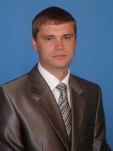 Заместитель директора Агротехнологического центра, к.с.-х.н., Донцов Василий Геннадьевич E-mail: doncov-vasiliy@mail.ru